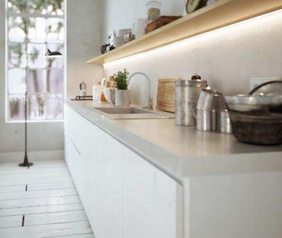 LED-nauha keittiön välitilaan