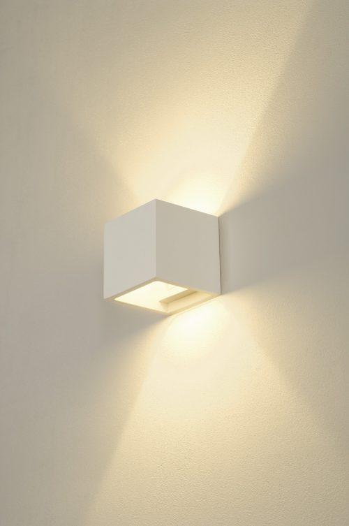LED-seinävalaisin kuutio